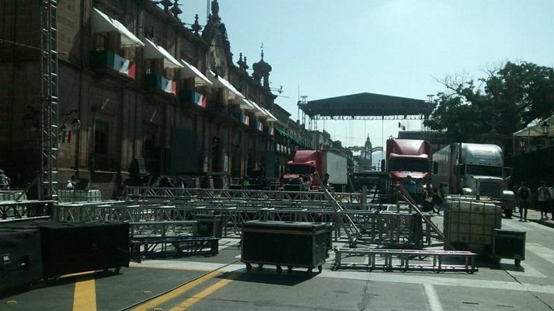 Pero además, también se registran cierres viales en las calles Vasco de Quiroga y Bartolomé de las Casas, en torno a la Plaza Valladolid, donde se han comenzado a instalar las estructuras metálicas de los puestos en los que se instalará el comercio informal tolerado por las autoridades municipales