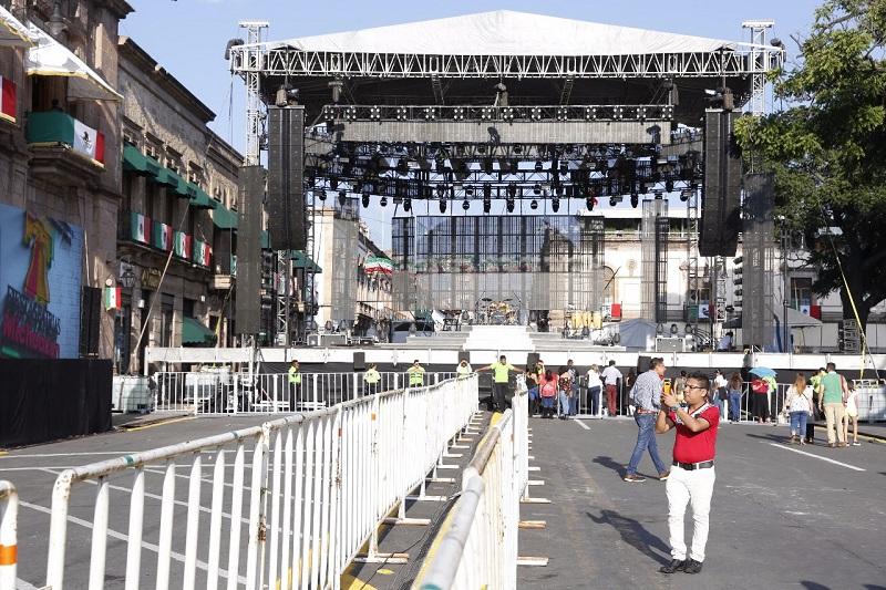 El escenario ya fue instalado en el cruce de la principal arteria del Centro Histórico de la capital michoacana y la calle Morelos para que miles de personas disfruten de los más grandes éxitos de Los Tigres del Norte