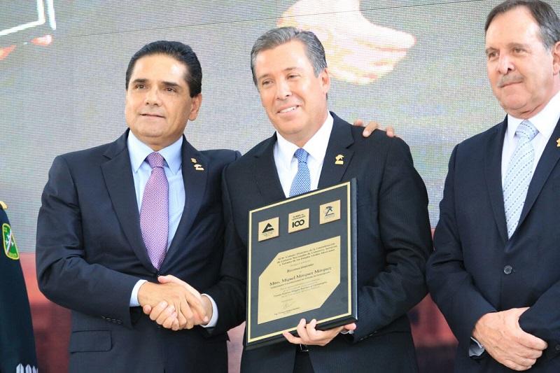 Entre los empresarios reconocidos, destaca el michoacano Enrique Ramírez Villalón