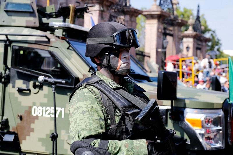 En el desfile de hoy participaron diversos contingentes, entre ellos de la SSP con los agrupamientos de la Policía Michoacán, como Tránsito y Movilidad, la Unidad Montada, de Proximidad, Canina, Lacustre y Ambiental, entre otras