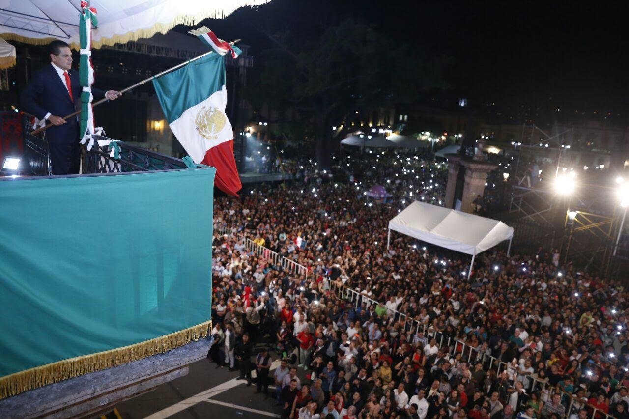 En su arenga, el gobernador de Michoacán incluyó el centenario de la Constitución Política de los Estados Unidos Mexicanos y el centenario de la Universidad Michoacana de San Nicolás de Hidalgo