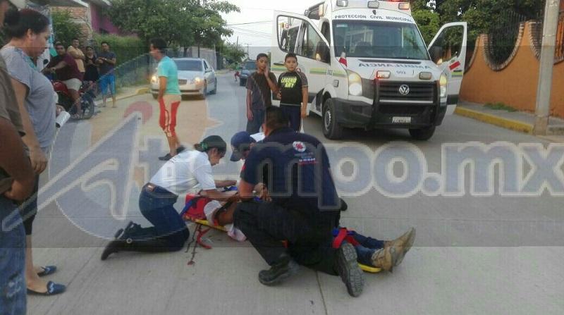 Testigos indicaron que el motociclista circulaba sobre dicha calle a exceso de velocidad cuando repentinamente derrapó cayendo a varios metros de distancia de la motocicleta