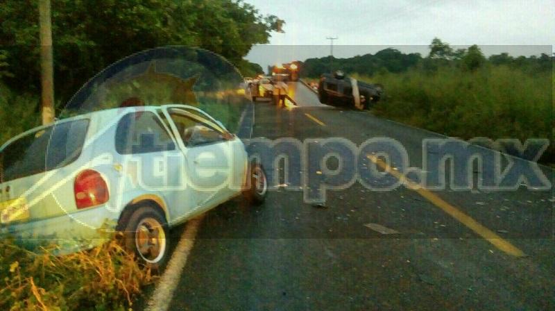 Testigos del percance dieron aviso a las autoridades por lo que arribaron paramédicos de la Cruz Roja quienes confirmaron el fallecimiento de los ocupantes de ambos vehículos