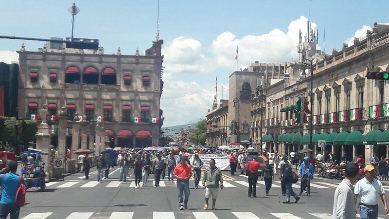 Este lunes marcharon maestros del ala radical del magisterio michoacano desde los cuatro puntos cardinales de Morelia