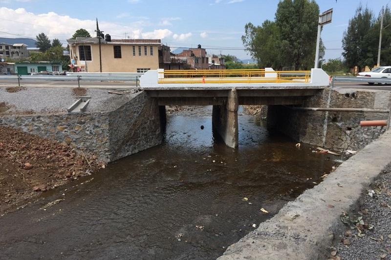 Con una inversión cien por ciento federal de 1 millón 750 mil pesos, se realizó la reconstrucción de dicho puente