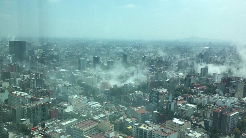 En tanto, el jefe de Gobierno capitalino de la Ciudad de México, Miguel Ángel Mancera, informó a través de su cuenta de Twitter que se activó el Comité de Emergencias de la Ciudad de México (FOTO: @LaSagaOficial)