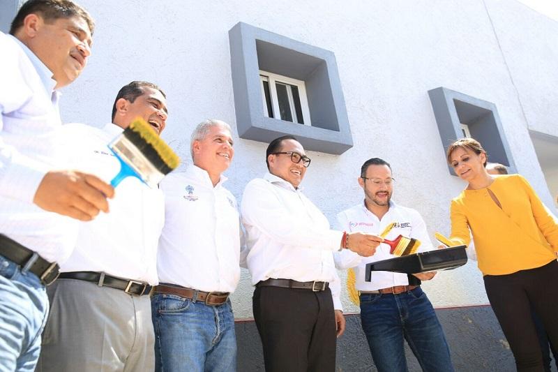 En las instalaciones del Hospital General de Sahuayo, Elías Ibarra, quien acudió en representación del gobernador del Estado, aseguró que la administración estatal trabaja para mejorar este rubro que por diversos años fue olvidado