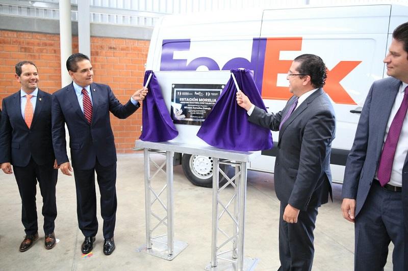 El jefe del Ejecutivo Estatal felicitó y reconoció a Fedex por apostarle una vez más a Michoacán, pues con esta nueva estación se incrementarán los empleos y acrecentará la sinergia de la economía no solamente en la capital michoacana, sino en todo el estado