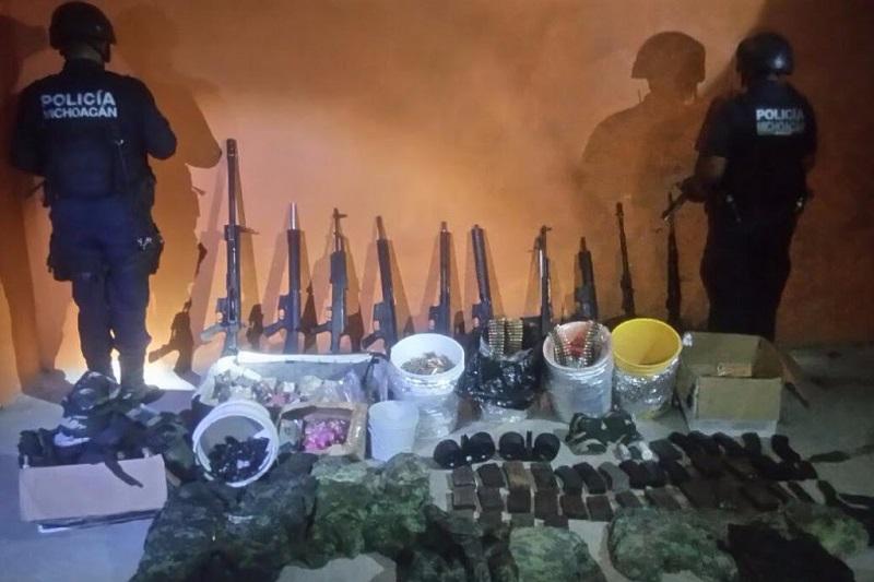 Se aseguraron tres granadas, 10 armas largas, cargadores, cartuchos, equipo táctico y uniformes en el municipio de Tanhuato