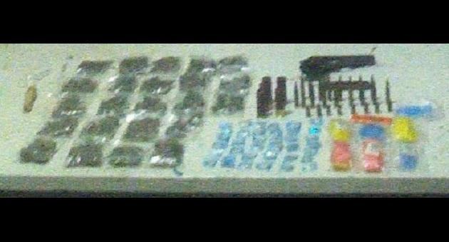 Los vehículos, arma de fuego, cartuchos y droga fueron puestos a disposición de la autoridad competente
