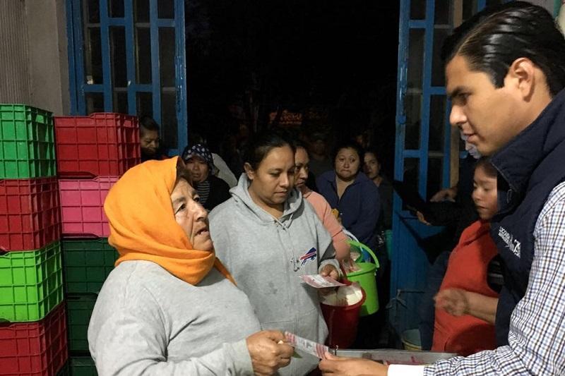 En el recorrido por las dos lecherías, Sergio Flores Luna realizó la entrega de dotación de leche como diariamente se hace en todas las lecherías que tienen Michoacán