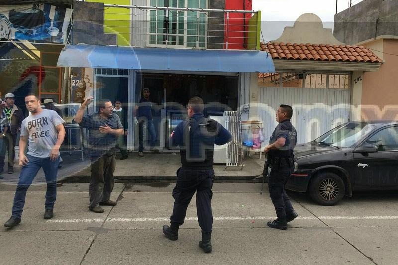 Los responsables viajaban a bordo de un automóvil de color arena con placas del Estado de México, que se dieron a la fuga con rumbo al oriente de la ciudad