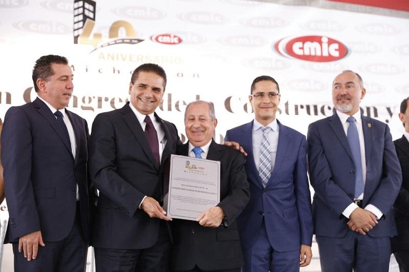 Aureoles Conejo acudió a la inauguración del Congreso de la Construcción y a la ceremonia por el 40 aniversario de la CMIC, Delegación Michoacán