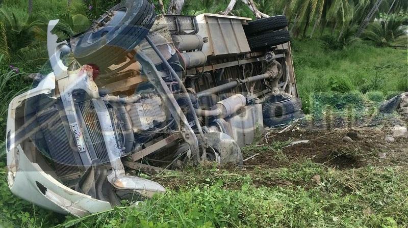 Personal de la Policía Federal fue el encargado de realizar el peritaje del accidente y retirar la pesada unidad a un corralón del municipio