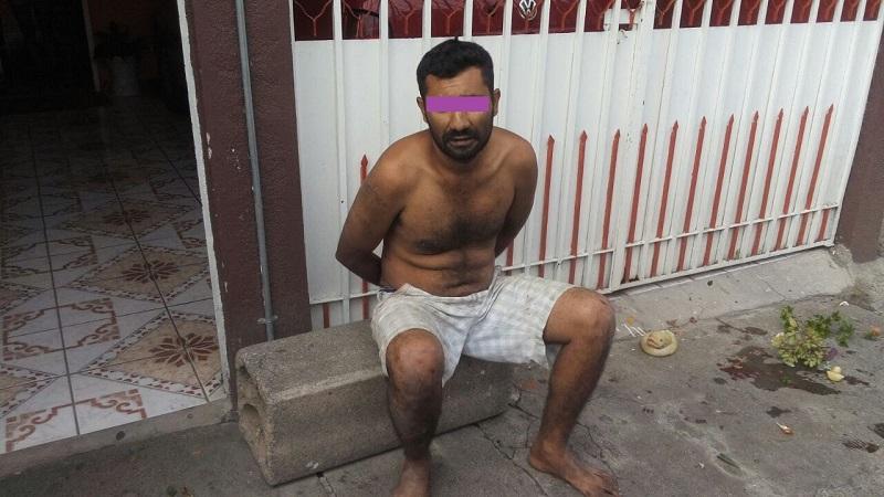Tras ubicarlo, los policías lograron detenerlo para leerle sus derechos y posteriormente trasladarlo al Ministerio Público por allanamiento de morada. El sujeto fue identificado como Heriberto G. de 33 años de edad, con domicilio en Churumuco