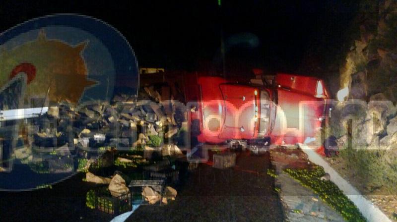 La autopista fue cerrada por varias horas hasta que personal de la Policía Federal realizó el peritaje del accidente, retiraron la pesada unidad y realizaron limpieza de la cinta asfáltica