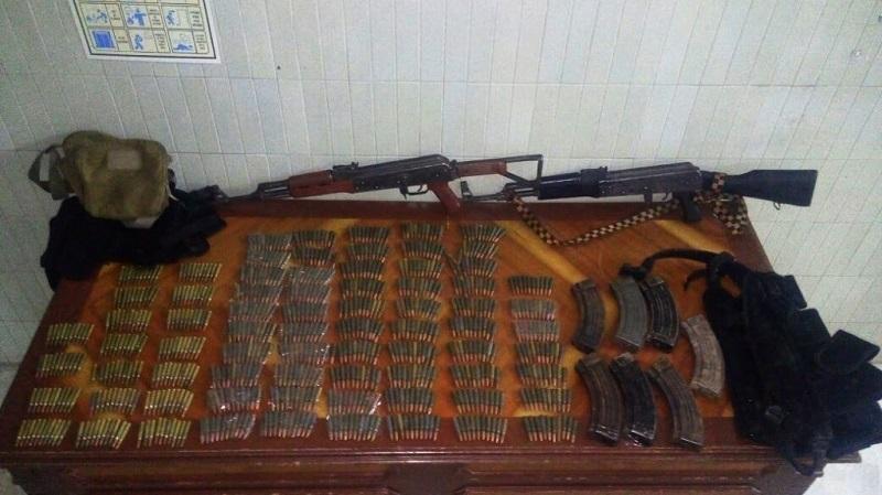 Los detenidos, identificados como Juan Carlos R., Pedro P. y Jesús Eduardo Z. estaban en posesión de dos rifles AK-47,  siete cargadores y 850 cartuchos de distintos calibres, así como una fornitura color negro
