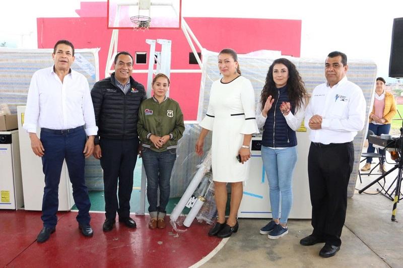 López Solís destacó la responsabilidad de la actual administración de mostrarse solidarios con la sociedad michoacana más allá de las cosas materiales que se otorgaron