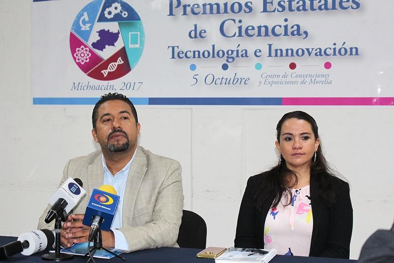 El ganador del Premio Estatal de Ciencia es Oracio Navarro Chávez, fundador de la Unidad Morelia del Instituto de Investigaciones en Materiales de la Universidad Nacional Autónoma de México y profesor de varias generaciones