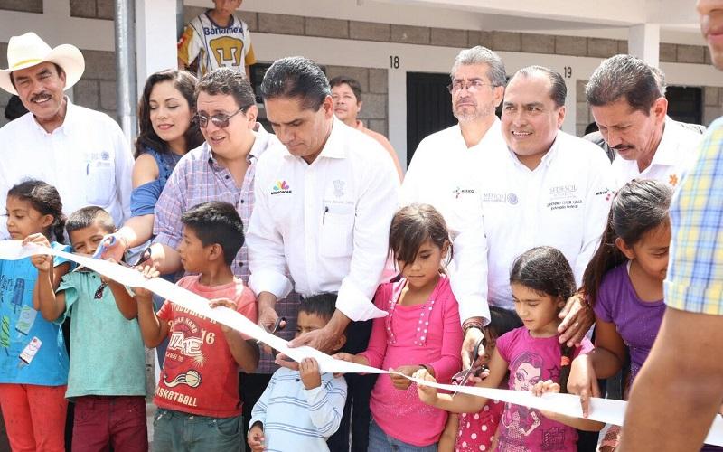 """""""Aquí en Michoacán los recibimos con los brazos abiertos; el trabajo que realizan es muy importante y los vamos a apoyar para que salgan adelante"""", dijo Silvano Aureoles"""