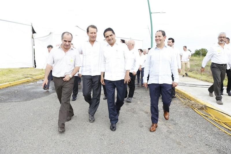 """""""Este es un parteaguas en Michoacán, es la sinergia que buscamos para que cada vez más empresas globales se instalen en esta zona y sus inversiones tengan efectos positivos en Michoacán y Guerrero"""", dijo el titular de la Sedeco, Jesús Melgoza Velázquez"""