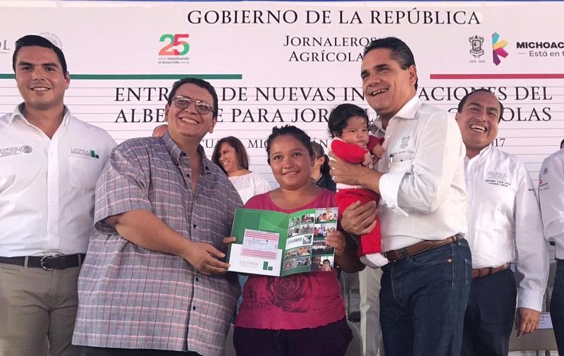 A partir de ahora, los jornaleros de ese municipio michoacano podrán acceder a la leche que ofrece LICONSA, así como a los programas que la instancia oferta, indicó Sergio Flores Luna