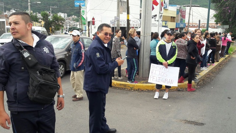 De acuerdo con los manifestantes, el plantel se encuentra en condiciones no favorables para dar clases