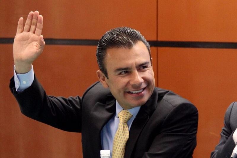En junio de este año el Diputado Fidel Calderón, sostuvo reunión con el Jefe de la Autoridad Federal para el Desarrollo de las ZEE, Gerardo Gutiérrez Candiani, a fin de promover que Lázaro Cárdenas, Arteaga, Coahuayana y Aquila se beneficien con los alcances de la Zona de Influencia
