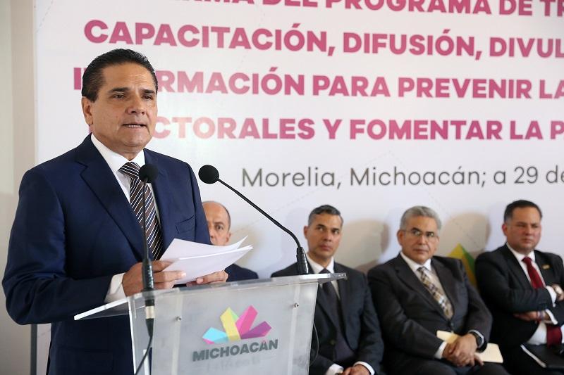 Aureoles Conejo dijo no coincidir en la eliminación de representantes plurinominales, aunque sí hacer un análisis para su posible reducción