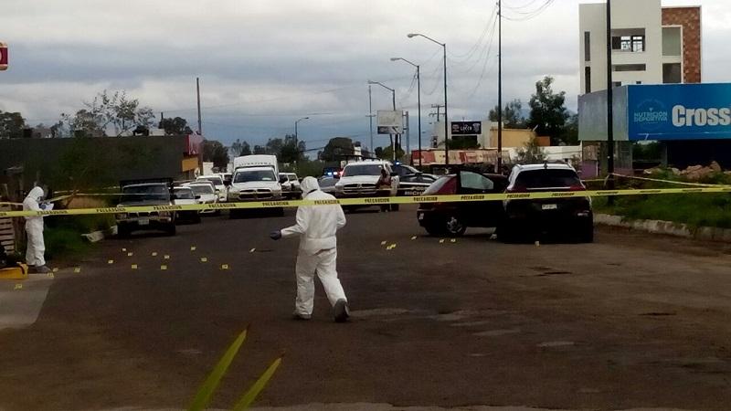 """Según informes policíacos, el occiso era un jefe de plaza de un grupo delictivo que opera en Lázaro Cárdenas, identificado como Jesús H., alias """"El Maromas"""""""