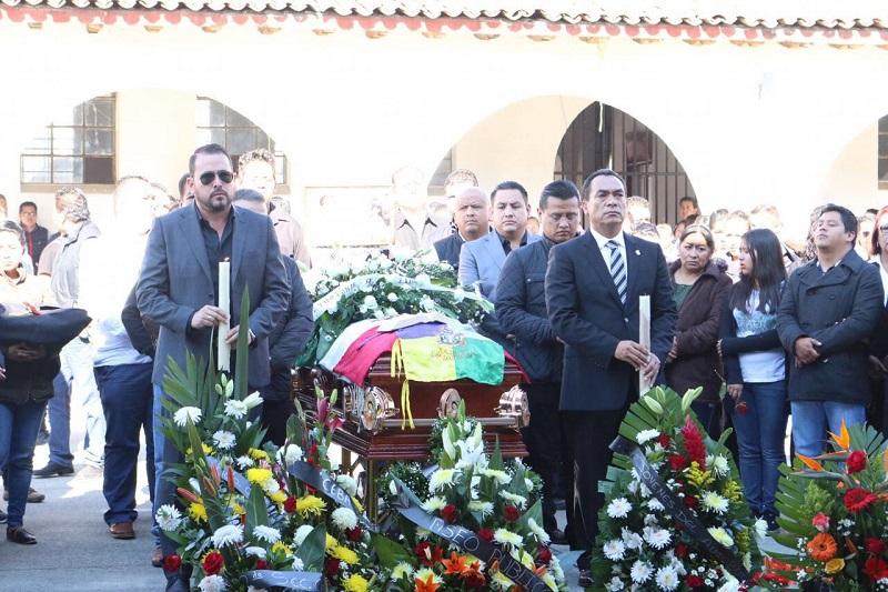 López Solís pidió a las autoridades locales no ceder ante presiones de agentes externos, redoblar su confianza en las instituciones y ante cualquier hecho trabajar de manera coordinada por el bienestar de la población