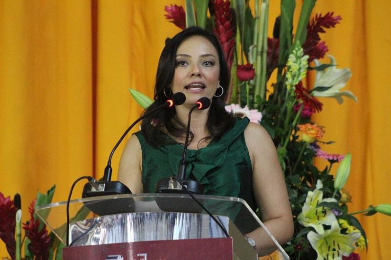 Hernández Íñiguez participó en la ceremonia de graduación de nuevos profesionistas en el Instituto Tecnológico de Morelia