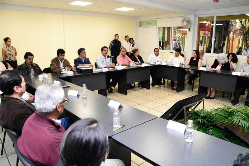 El titular del Ejecutivo Estatal aplaudió los esfuerzos que el Colegio de Michoacán ha encabezado por casi 40 años; por ello refrendó su total acompañamiento para la realización, difusión y publicación de los trabajos que se realizan en cada una de las vertientes
