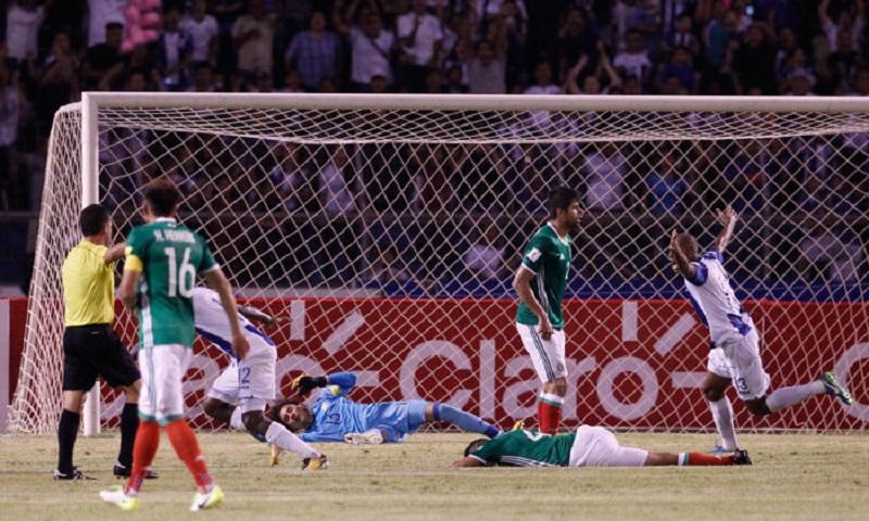 México tuvo todo para conseguir el último objetivo de la eliminatoria, pero la falta de hambre, combinada con la ambición de los catrachos, le dio a los centroamericanos la ilusión de pelear por volver a un Mundial, tal y como lo hicieron en Brasil 2014