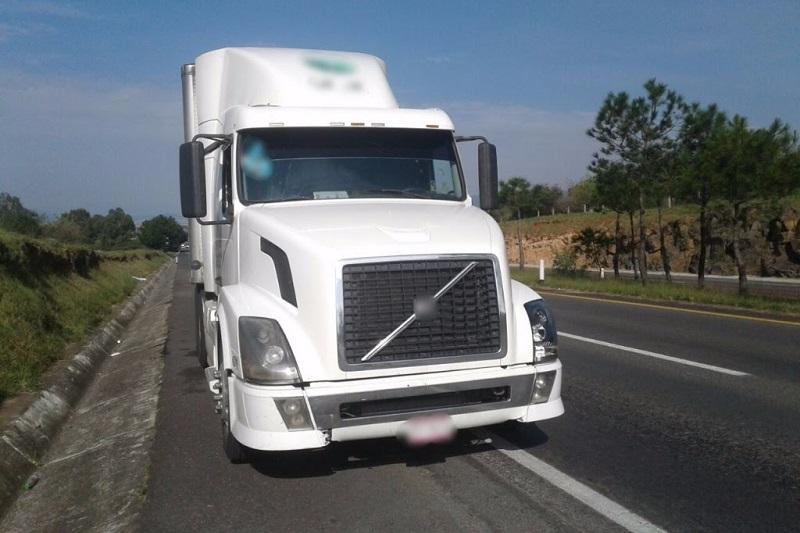 Con labores de localización vía GPS, los agentes lograron en minutos dar con el tráiler, que se encontraba sobre el kilómetro 201+500 de la Autopista de Occidente