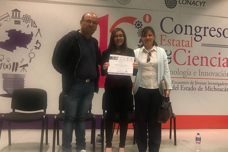 Diana Carrillo fue una de los dos estudiantes ganadores del Premio al Mejor Investigador durante el doceavo Congreso Estatal de Ciencia, Tecnología e Innovación y el sexto Encuentro de Jóvenes Investigadores del Estado de Michoacán