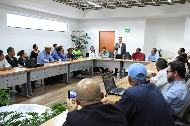 El titular de la Sedeco explicó que el tema transcendental para el fortalecimiento del mezcal michoacano es lograr la certificación de las marcas existentes