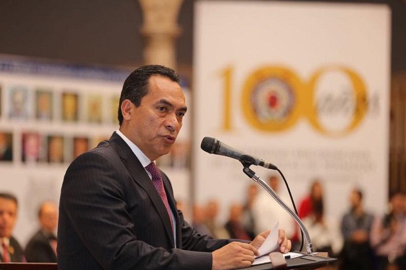 López Solís expresó su más sincero reconocimiento a las y los miles de egresados que se ha formado en esta institución y que han abonado tanto al desarrollo de Michoacán, convirtiéndolo en lo que hoy es