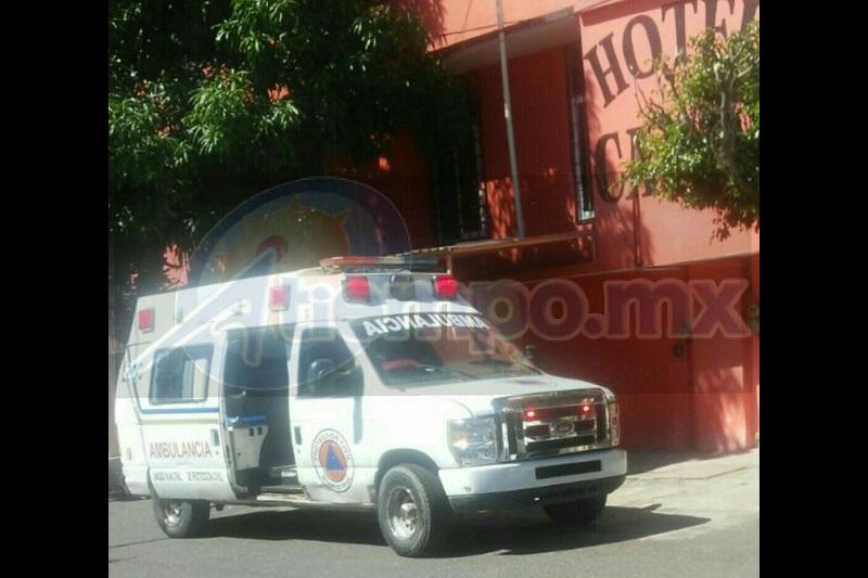 Al arribar del personal paramédico de inmediato atendió a la joven mujer identificada como Jenny F. de 21 años de edad, quién es originaria de la ciudad de Zihuatanejo, Guerrero, la cual presentaba diversas lesiones provocadas por un arma punzocortante en ambas manos a la altura de la muñeca