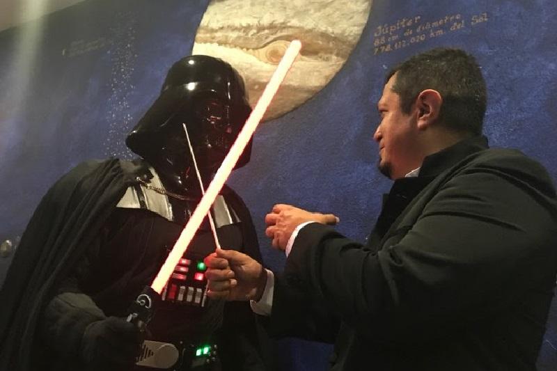 """En dos presentaciones gratuitas, decenas de niñas, niños, adolescentes y adultos disfrutaron de la """"Suite Star Wars"""" en el domo del recinto"""