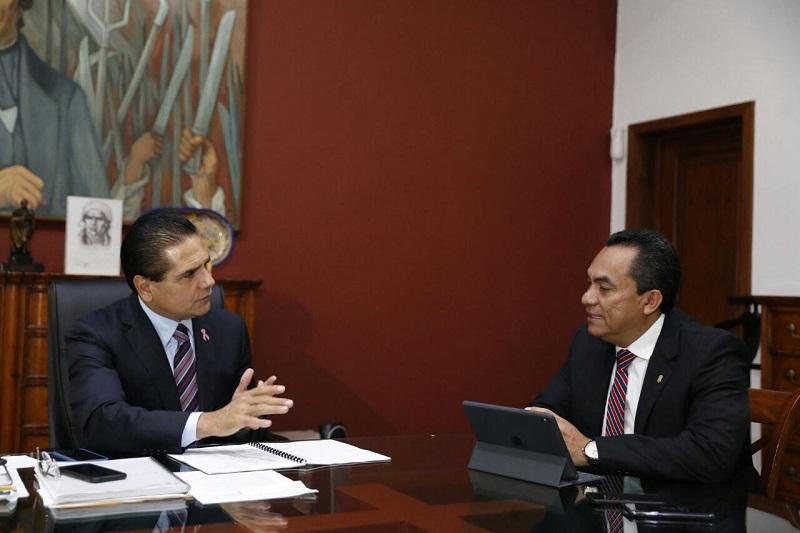 Al sostener una reunión con el secretario de Gobierno, Adrián López Solís, en su despacho de Casa de Gobierno, ambos dieron seguimiento a los acuerdos tomados en los diferentes rubros