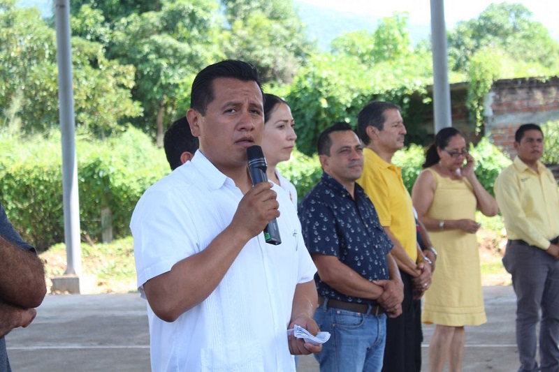 Hasta hoy, expresó Torres Piña, con el gobierno del PRD, en Michoacán ha habido grandes avances pero aún queda mucho por hacer, por lo que no es momento de bajar la guardia