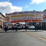 En la movilización, varios de los participantes lanzaron consignas de rechazo a la modificación al régimen de jubilaciones y pensiones de la UMSNH