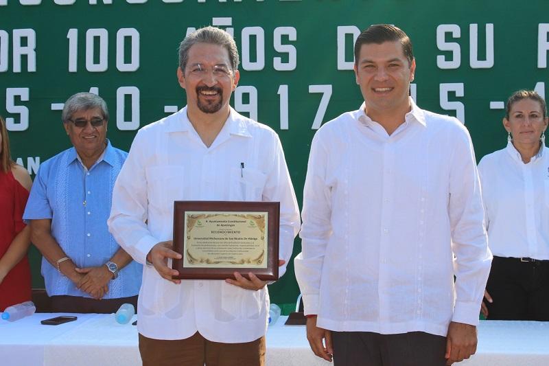 Preside alcalde César Chávez Garibay ceremonia en la que los apatzinguenses reconocen a la Casa de Hidalgo