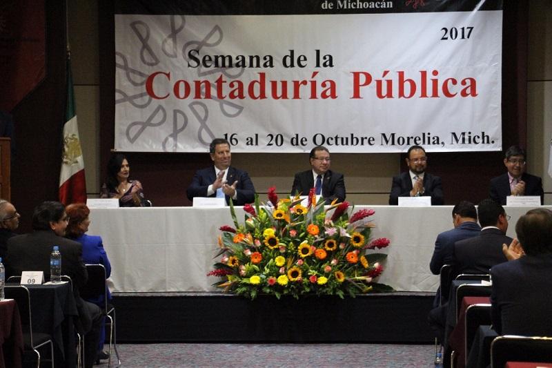 La declaratoria inaugural corrió a cargo del Presidente Electo del Instituto Mexicano de Contadores Públicos, José Besil Bardawil, quien destacó que este órgano colegiado, suma al día de hoy 25 mil socios y 60 colegas en 5 regiones que representan al sector ante el Comité Ejecutivo Nacional