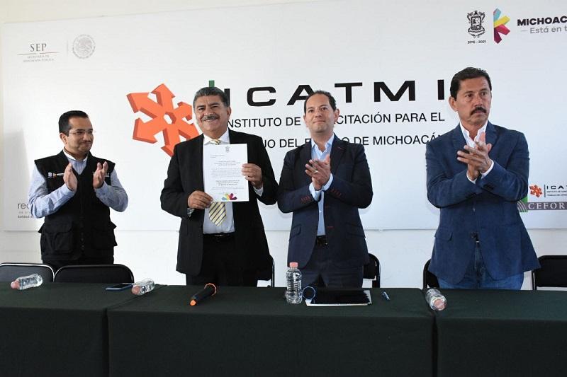 Entrega titular de Sedeco nombramiento a Iván Madero Naranjo como director general de Icatmi