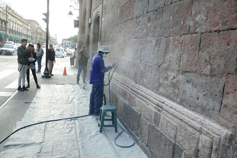 Existe un avance del 80 por ciento en la limpieza de estos grafitis, por lo que en la presente semana se concluirá con estos trabajos.