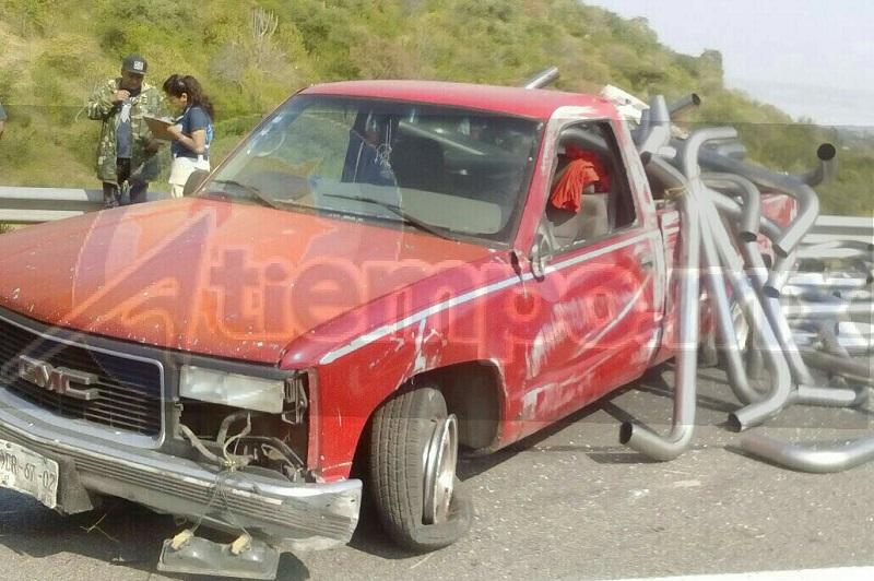 Personal de la Policía Federal se hizo cargo de realizar el peritaje del accidente y trasladaron la unidad a un corralón oficial