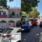 En el lugar, los comuneros colocaron una serie de mantas con sus demandas, mientras agentes de la Policía Michoacán observaron la manifestación a distancia prudente