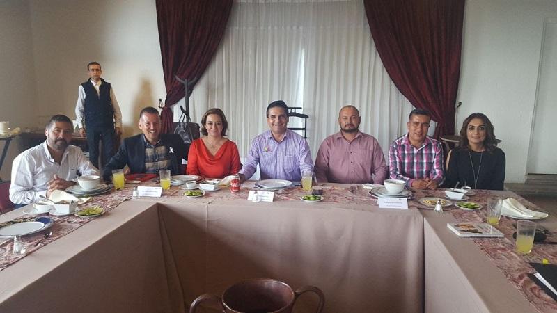 En esta reunión estuvieron presentes los munícipes de los ocho Pueblos Mágicos de nuestra entidad, que son Angangueo, Cuitzeo, Jiquilpan, Pátzcuaro, Salvador Escalante (Santa Clara del Cobre), Tacámbaro, Tlalpujahua y Tzintzuntzan